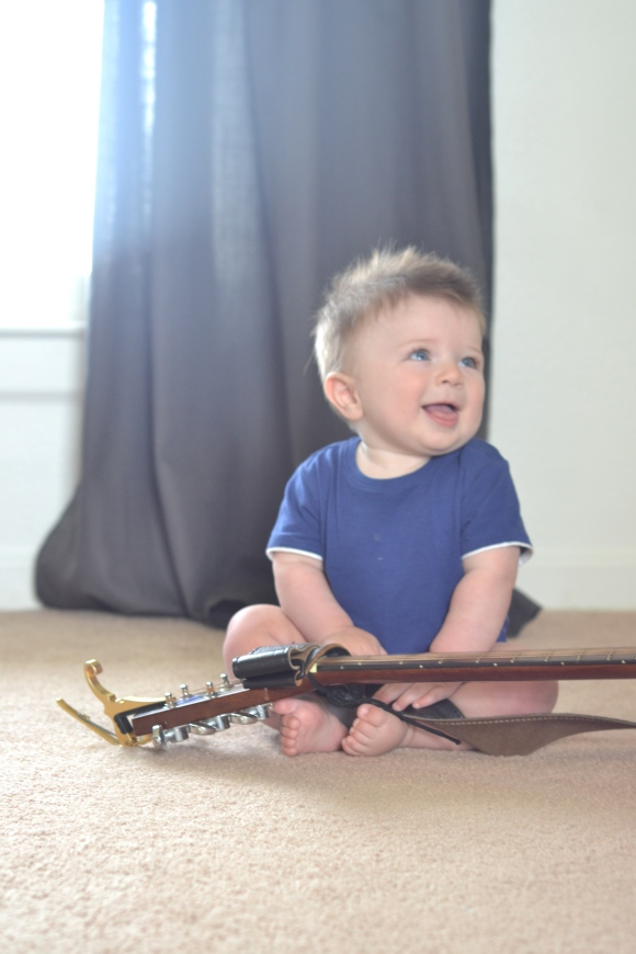 R.Simple Life | A Baby and his Guitar